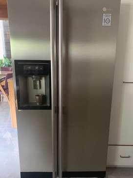 LG 625 lit.fridge side by sid