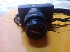 Kamera Mirrorless Canon M100.