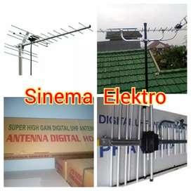 Tehnisi pasang baru antena tv digotal