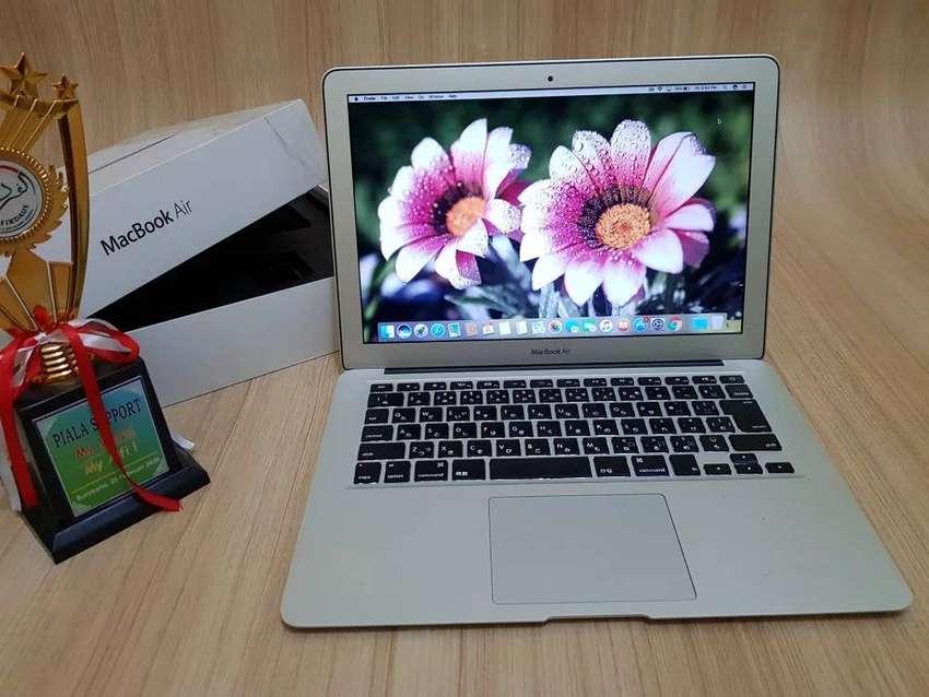 "MacBook Air 13"" Core i7 SSD 256 Ram 4gb Mulus No Dent No Whitespot2011 0"