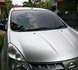Sedia kaca film mobil hitam dan cermin
