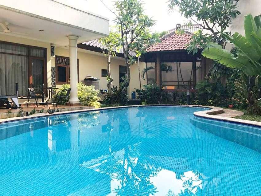 Rumah Cantik Asri dengan Swimming Pool di Cilandak