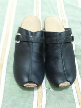 rikker brand leather upper and light wt sole brand tozz .size 38