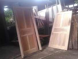 Pintu kusen kayu mahoni