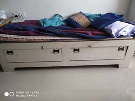 Single Dewan Bed