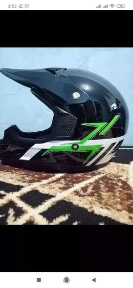 Helm bawaan KLX