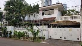 Dijual Cepat Rumah Kebayoran Lama 6BR Fully Furnished