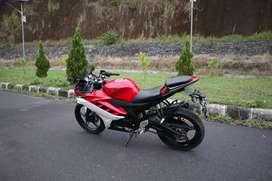 Motor Yamaha R15