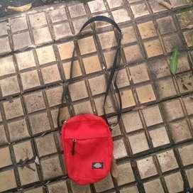 Jual tas  slingbag dickies original wrn merah