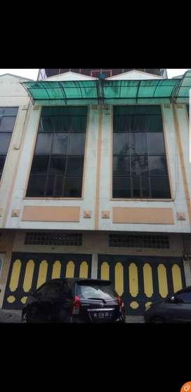dijual Ruko Gandeng Di komplek Multatuli lokasi bisnis cocok usaha