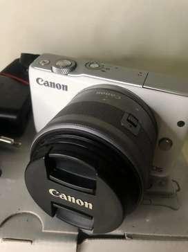 Canon EOS M10 layar sentuh