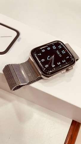 Apple Watch Series 4 40mm Milanese Loop Stainless Steel GPS CELLULAR