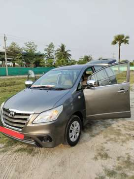 Showroom Track Toyota Innova 2014 D-4D 2.5G Diesel Well Maintained