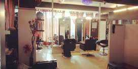 Salon and spa for imm sale, fixed price , located at prime location