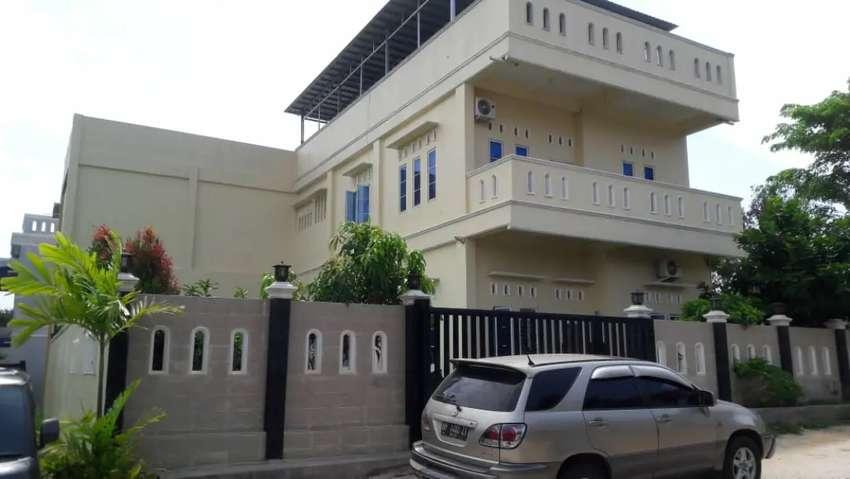 Dijual Rumah mewah + Home stay+ office / mini market + gym 0