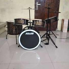 drum set nya cocok buat pemula dari umur 4thun sampe SMP