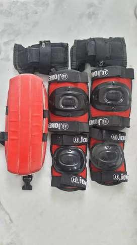 Jonex skates with safety kit