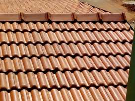 Roof fabrication by using clay tiles