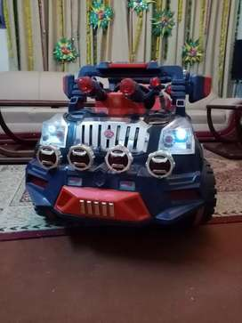 4 WHEELS JEEP BATTERY OPRATED(urgent sale)