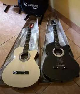 Gitar akustik dapet sama tasnya