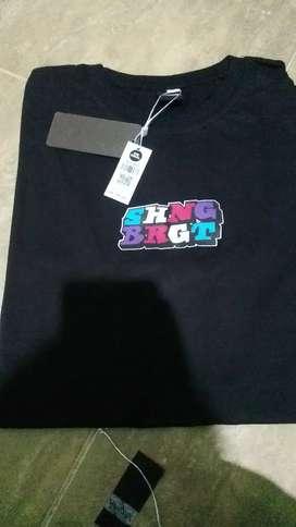 Kaos distro !!brand premium lokal,size L dan XL,bahan katun 30s dan 24