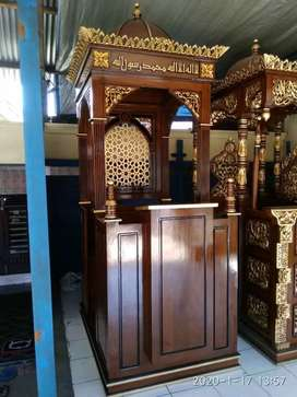 mimbar masjid kubah laris