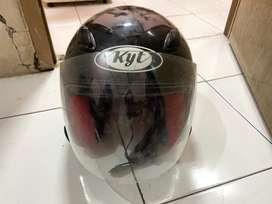 Helm hitam DJ Maru bekas MANTAN