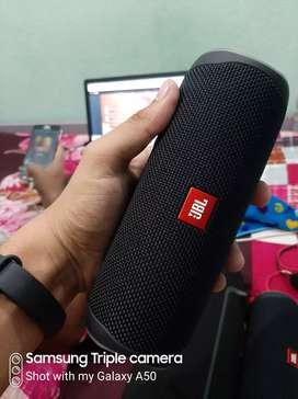 Jbl flip 5 speaker sound original.market price 10000 hai.