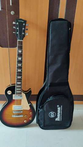 Electric guitar with case + amp + zoom G1 pedal + cables