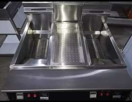 Double tank fryer with chipdum