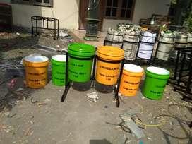 Tempat sampah pilah bahan ember cat