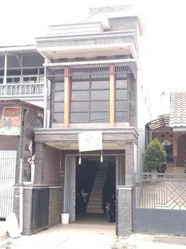 Rumah 3 Lantai pinggir jalan siap huni