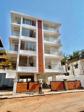 3bhk Near masjid e noor ( only 8 apartment building )