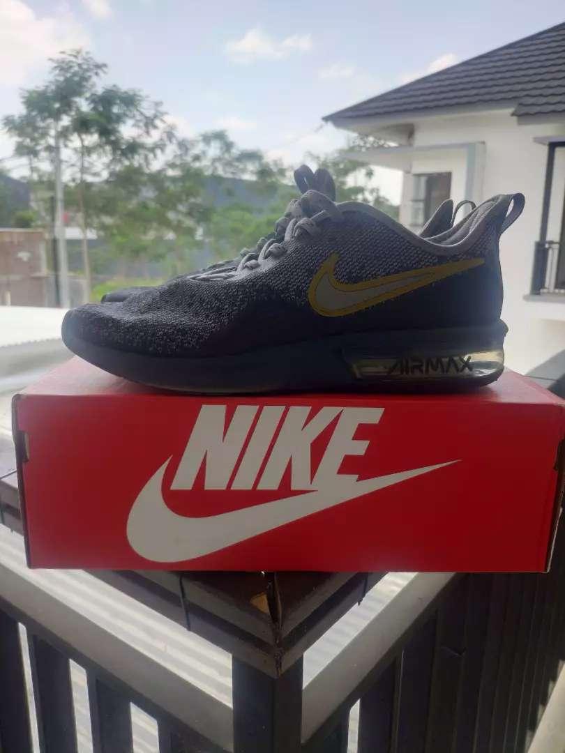 Sepatu Sneakers Nike Air Max Sequent 4 0