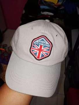 Bismillah, dijual topi John Richmond original