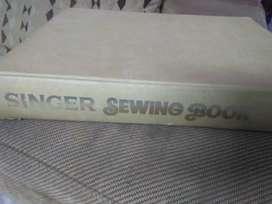 SINGER SEWING BOOK (Vintage)
