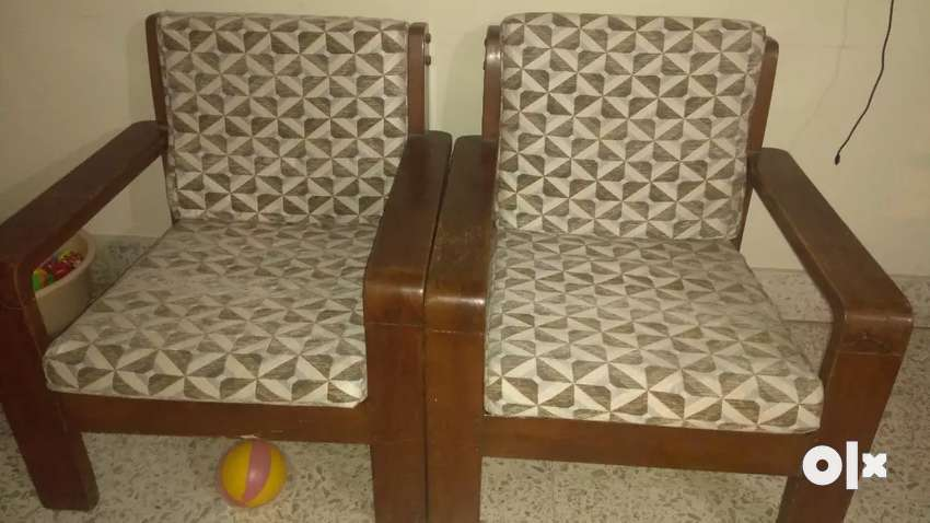 2 wooden chairs with cushion 0