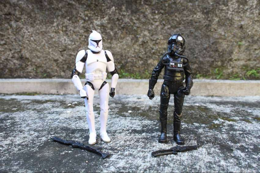 mainan action figure stroom trooper star wars set hitam putih 0