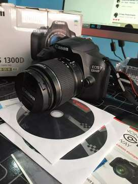 Cemra Canon selling 1300 d my hand used my Whatsapp.89555973FIve1