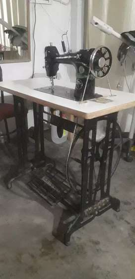 Sewing machine (silver 103-k)7 months old in very good condition