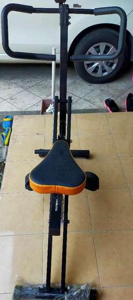 Alat Squat untuk mengencangkan paha,betis,lengan dan mengecilkan perut