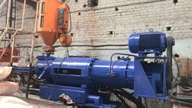Angel injection mouliding machine 550 ton