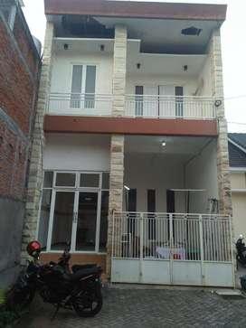 Rumah 2 Lantai Bisa Untuk Kos Di Ndalem Singosaren Malang
