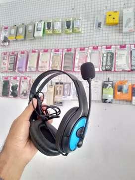 X4 Headphones Durable. Microphone design