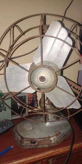 Antique fan made in Italy 100 years old net pric 100000