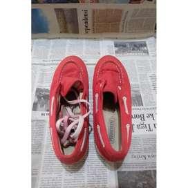 sepatu tinggi merk parackute ukuran 38 warna merah