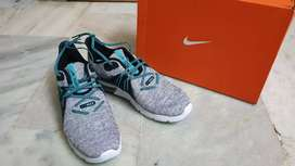 Nike Air Max shoes (with box)