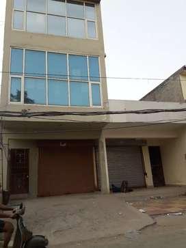 100 gaj triple  half storey showroom on link road patiala n .h  .