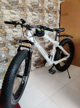 Sturdy. 21 GEAR FAT TYRE NEW CYCLE AVAILABLE