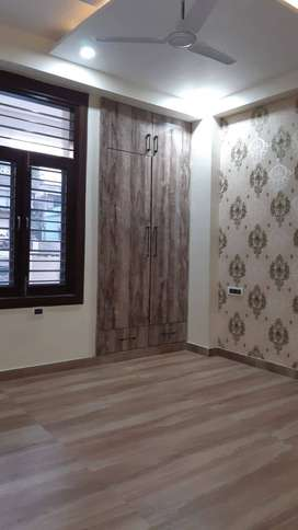 3 Bhk builder flat for sale in Niti Khand - 1, with lift facility